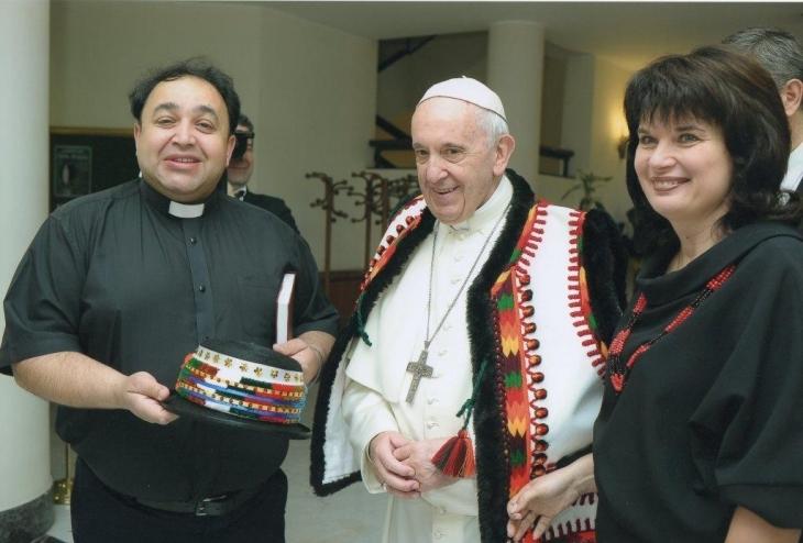 Священик з Прикарпаття запросив Папу Римського відвідати Гуцульщину (фото)