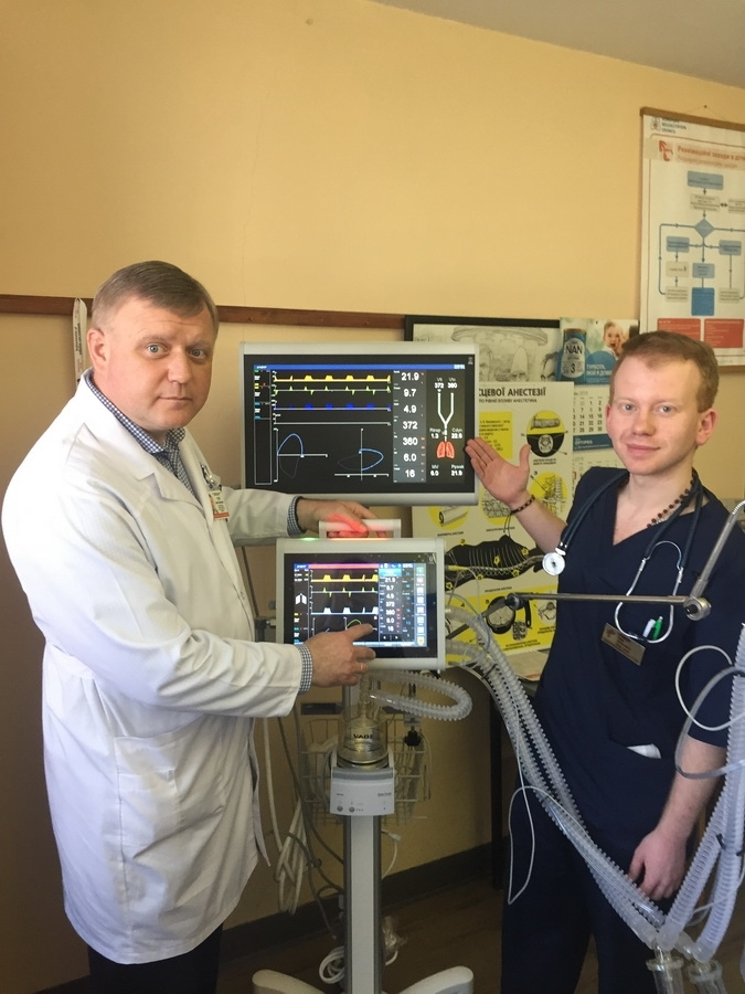 Студенти ІФНМУ отримали для навчання сучасний апарат штучної вентиляції легень (фото)