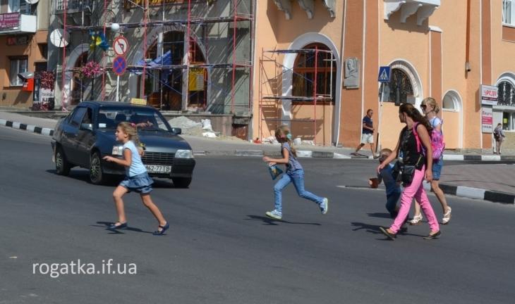 Вперше в Україні: у Рогатині безробітні допомагатимуть дітям переходити дорогу 2