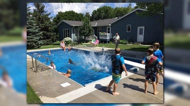 У США 94-річний суддя побудував у дворі громадський басейн, щоб сусідам було добре 4