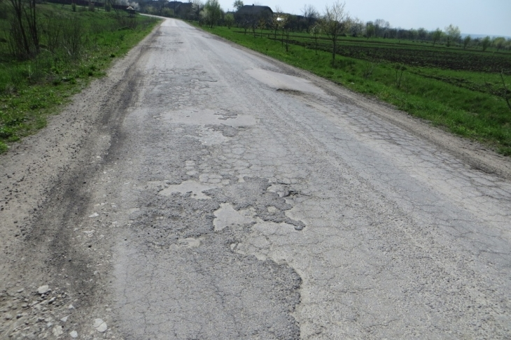 Поділяй і ремонтуй: як відновлюють дорогу в Галицькому районі в обхід Prozorro 9