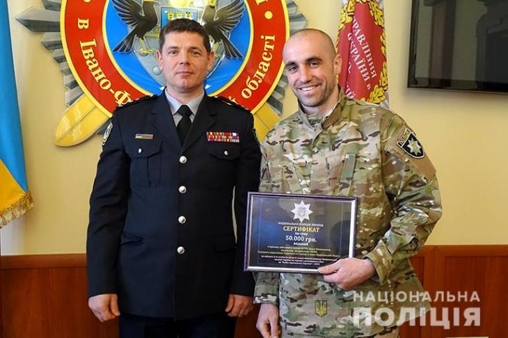"""Боєць прикарпатського """"Корду"""" отримав нагороду 50 тис. грн. (фото+відео)"""