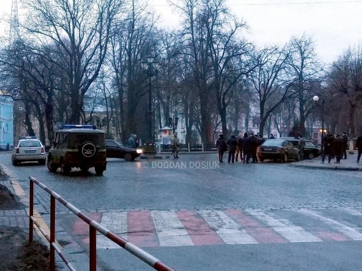 В Івано-Франківську чоловік завтоматом погрожував перестріляти відвідувачів клубу