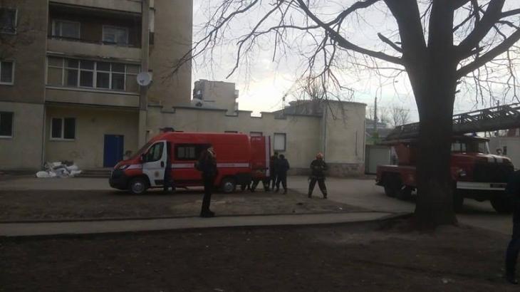 У Франківську в багатоповерхівці на вулиці Бандери горить під'їзд. ФОТО. ВІДЕО 4