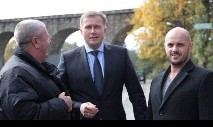 В центрі — голова ІФОДА Олег Гончарук, справа — Андрій Дзвінчук. Фото з фейсбук-сторінки Дзвінчука.
