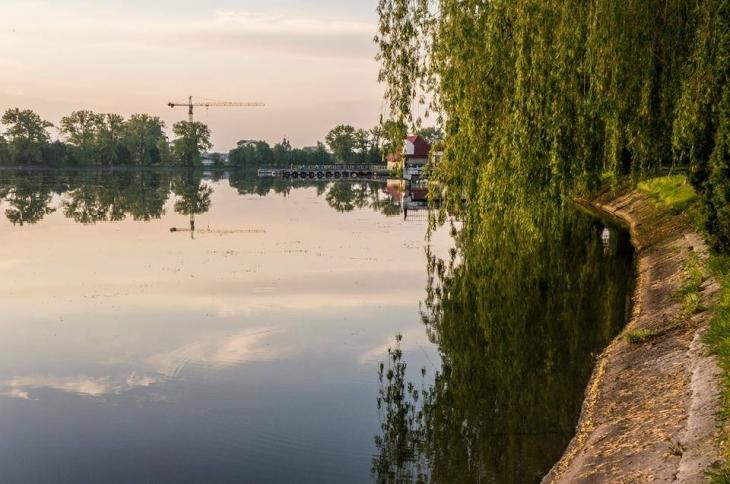 міське озеро Франківськ забудова