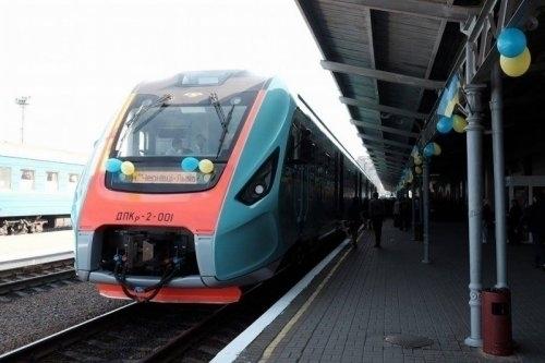 НаТрійцю зДніпра призначили додаткові поїзди