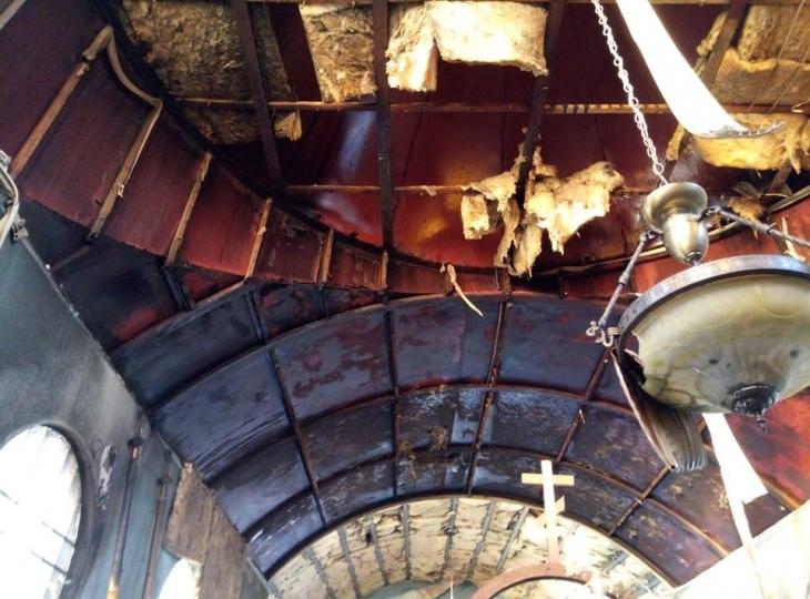 """У Маріуполі """"коктейлями Молотова"""" спалили церкву, де настоятелем священик з Прикарпаття. ФОТО 1"""