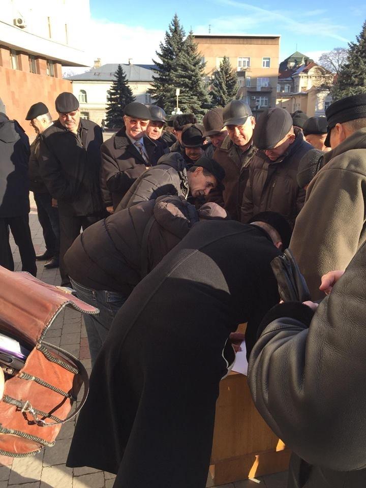 """""""Висловлюємо свою неповагу до теперішньої влади"""", – у Франківську пенсіонери силових відомств вийшли на протест. ФОТО 2"""