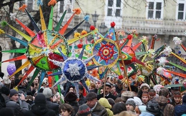 """Парад колядників і карнавал """"пенсіонерів"""": як запалити святкові вихідні у Франківську 7"""