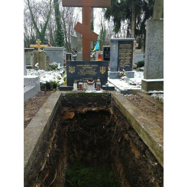 У Чехії ексгумували останки знаменитого українського письменника Олександра Олеся 2