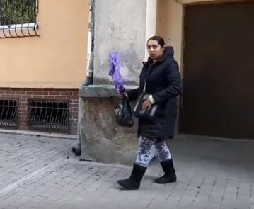 """Як приїжджі роми шахрайським способом """"розводять"""" івано-франківців на допомогу (відео)"""
