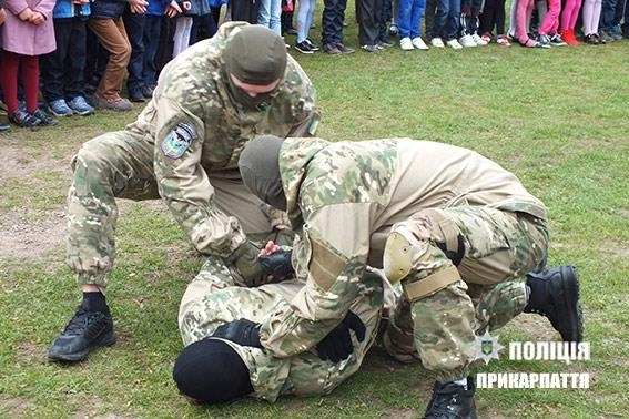 http://kurs.if.ua/media/gallery/full/1/8/18301247_788419631307761_4523373828580941959_n.jpg