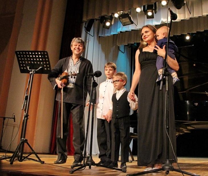 """На благодійному концерті """"SAVKA-band збирає друзів"""" хворим діткам передали кошти 2"""