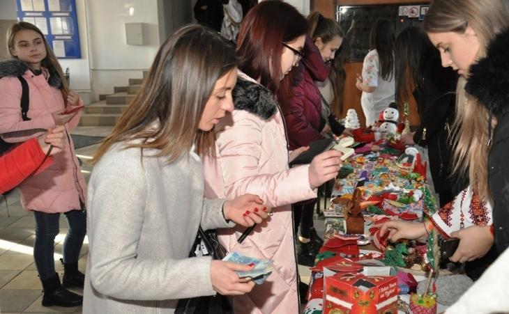 Франківські студенти передадуть 5 тисяч гривень на лікування онкохворої Марічки Троян-Мосорі з Рогатина (фотофакт)