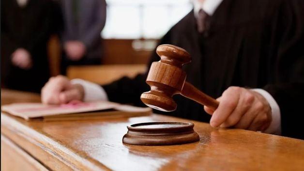 """У Франківську засудили секретаря суду, який """"врятував"""" від покарання 11 п'яних водіїв"""
