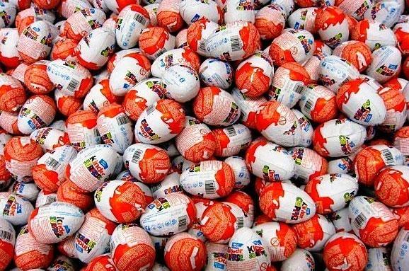 """Результат пошуку зображень за запитом """"До поліції надійшло повідомлення від працівників одного із торгових центрів у Івано-Франківську про крадіжку товару: молочного шоколаду «Кіндер сюрприз» на понад 4 тисячі гривень."""""""