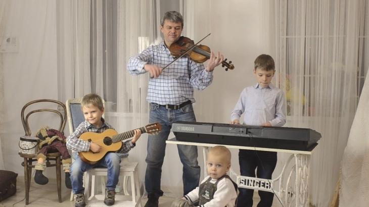 Savka-band збирає друзів: творчі родини з Франківська, Львова та Києва влаштовують благодійний концерт