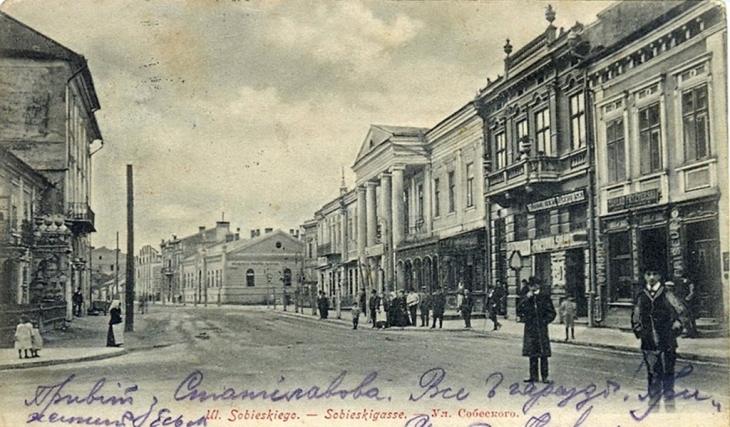 Будинок Остермана (другий справа) Поштівка з колекції В. Шулепіна.