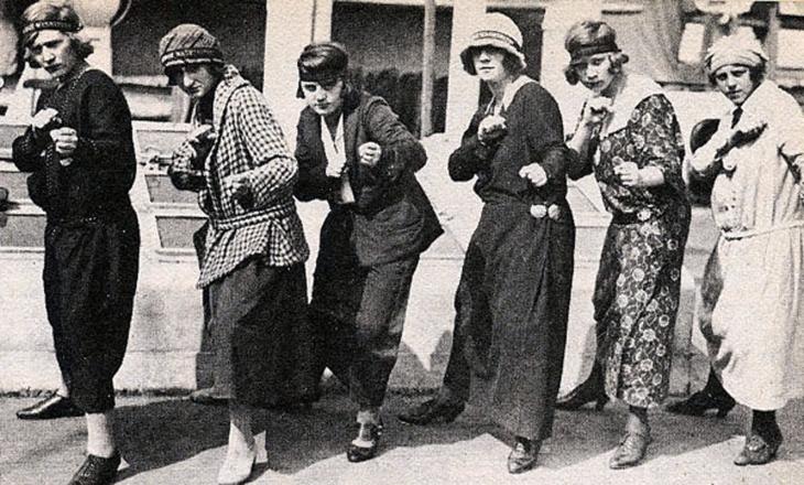 Войовничі панянки. Фото, 30-роки ХХ ст.
