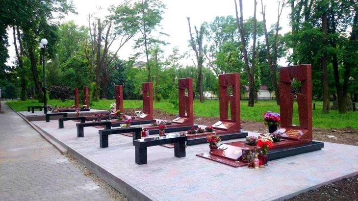 Камені спотикання: хто і як вшанував пам'ять полеглих в АТО у Меморіальному сквері 2