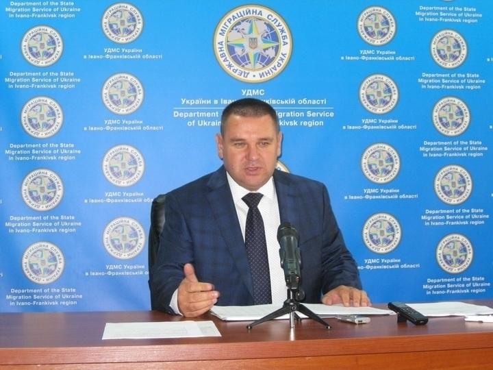 Бізнес-партнери дружини головного міграційника області укладають договори з ДМС поза Prozorro