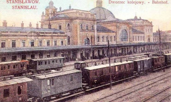 Станиславівський вокзал після реконструкції.