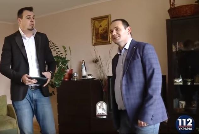 Мер Івано-Франківська показав журналістам свій робочий кабінет та помешкання (фото+відео)