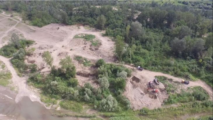 Гроші ковшем: хто і як заробляє на знищенні прикарпатських річок 2
