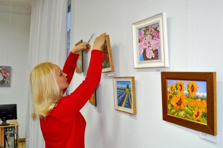 У Франківську відкрилась персональна виставка картин Галини Григорук. ФОТО 2