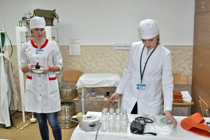 http://kurs.if.ua/media/gallery/full/2/0/20170316_medsestry_12.jpg