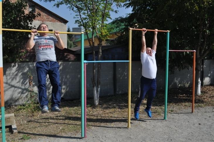 Ректор медуніверситету Микола Рожко показав студентам, як потрібно підтягуватись (фоторепортаж)