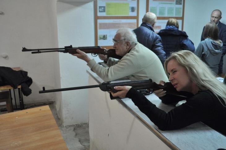 В ІФНМУ відбулися змагання зі стрільби серед викладачів і працівників вишу (фоторепортаж)