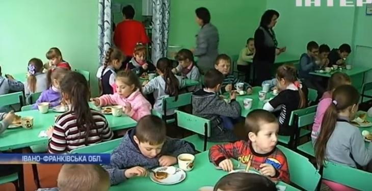 На Тисмениччині шість шкіл не мають їдалень, а районного начальника освіти підозрюють у привласненні бюджетних коштів (відео)