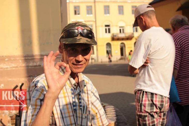 У Франківську волонтери нагодували безхатьків, які не хочуть працювати. ФОТО 4