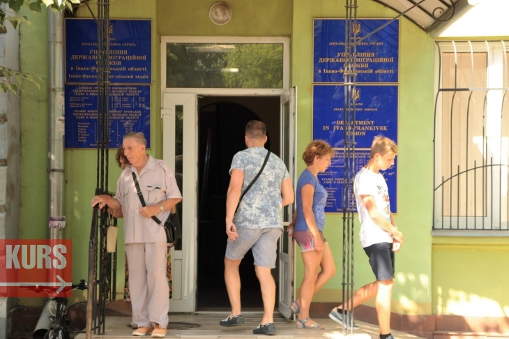 Біометричний ажіотаж: чому на Прикарпатті не зменшуються черги за паспортами 2