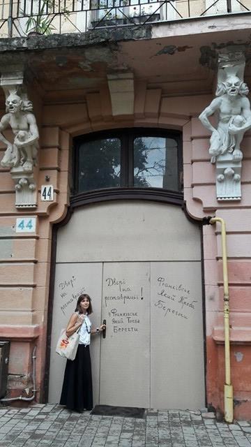 У франківській пам'ятці архітектури зняли столітні двері на реставрацію. ФОТО 2