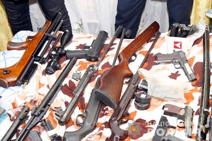 Гранатомети, карабіни і тротил: прикарпатська поліція завершила операцію з вилучення незаконної зброї