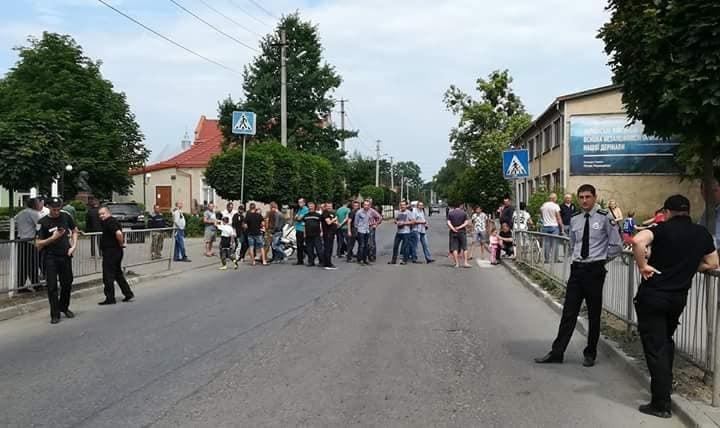 Люди свого добилися: у Болехові таки відремонтують дорогу