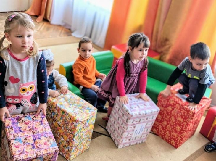 Податківці завітали до Снятинського психоневрологічного інтернату з подарунками від Святого Миколая