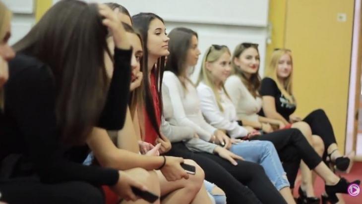 """У Прикарпатському університеті відібрали фіналісток конкурсу краси """"Міс Першокурсниця 2018"""" (фото+відео)"""