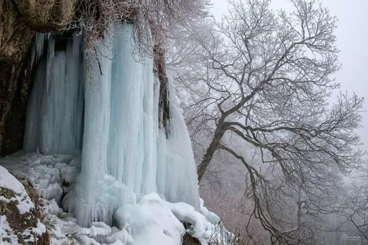 В Карпатах замерзли водоспади. Неймовірна краса (Фото)