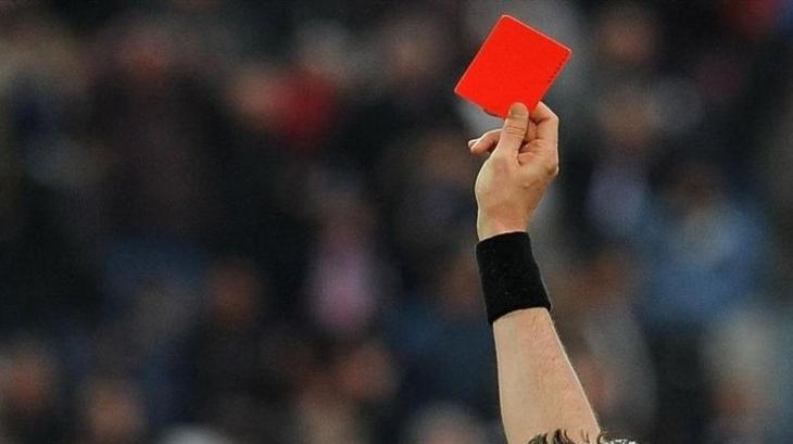 На Прикарпатті засудили бидло-гравця , який на полі побив футбольного арбітра