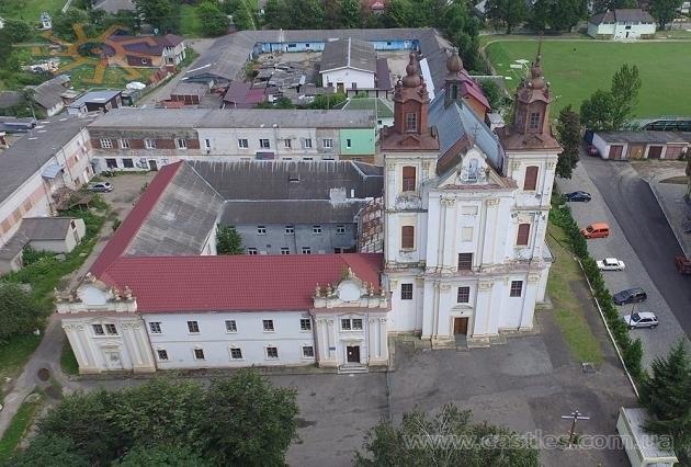 Прикарпатська чиновниця задекларувала в'їздову браму Домініканського монастиря