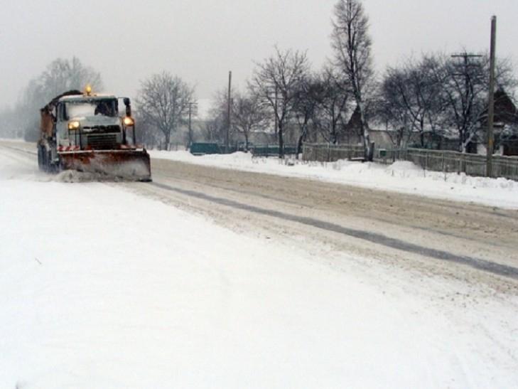 На Прикарпатті дороги від снігу чистять цілодобово і безперебійно, – САД