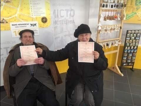Шлюб за добу: в Івано-Франківську побралися 97-річний наречений та 64-річна наречена