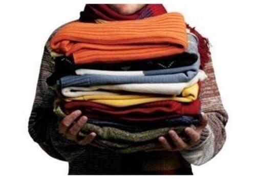 """""""Червоний Хрест"""" просить франківців пожертвувати теплий одяг для безхатьків та потребуючих"""