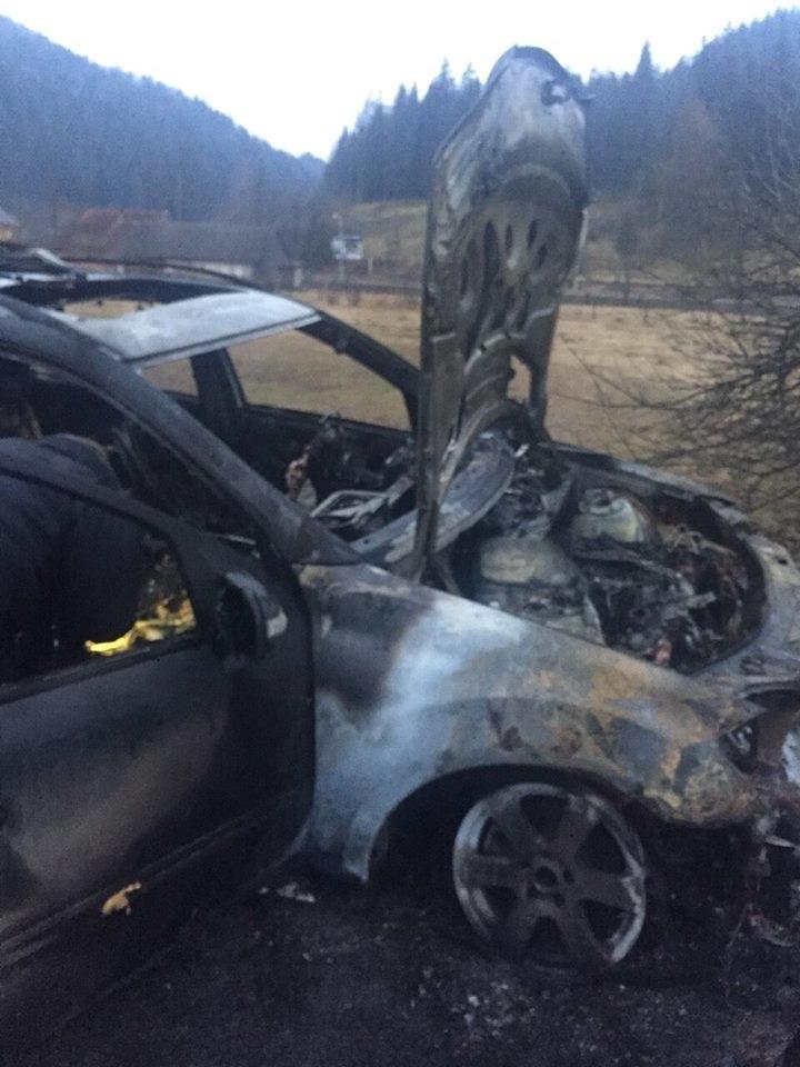 Поліція розслідує підпали автомобілів і кафе, які належать депутатам Яремчанської міськради