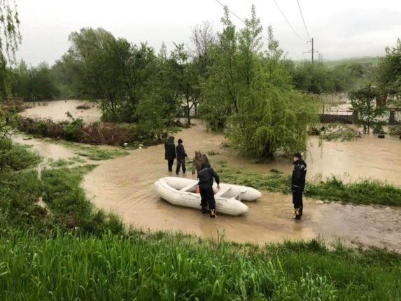 Затопило Надвірну, села Битків та Гвізд – вода продовжує прибувати. ФОТО, ВІДЕО 8