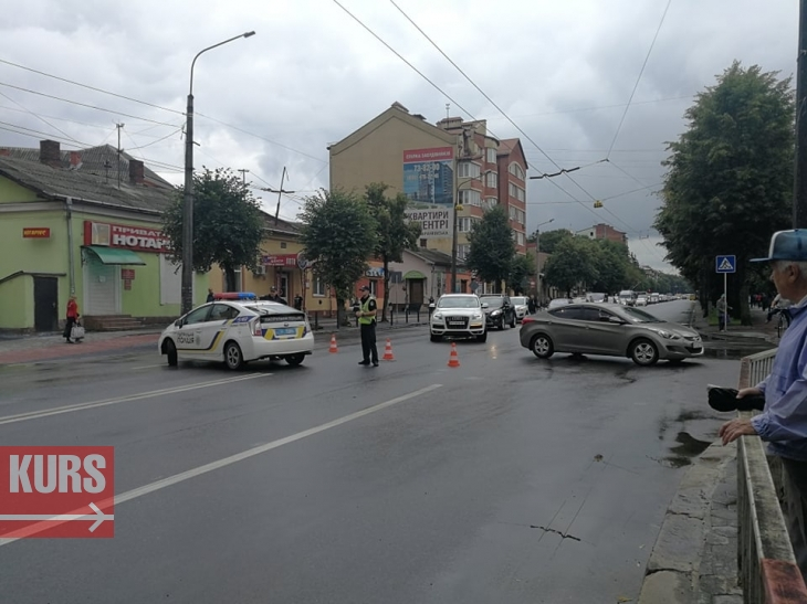 Мешканці, які виступають проти будівництва поблизу школи №24,  перекрили Галицьку та Надрічну. ФОТО. ОНОВЛЕНО 2